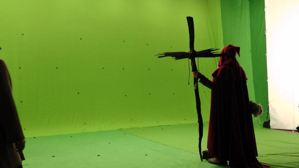 Das Bild zeigt den Hauptdarsteller am Set von via falsa vor Greenscreen.